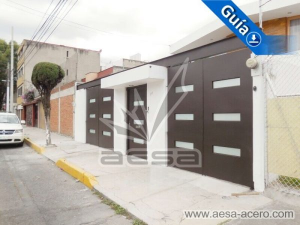1280-512-porton-minimalista-vidrios-rectangulares-moderno-viga-superior-abatibles-puerta-independien