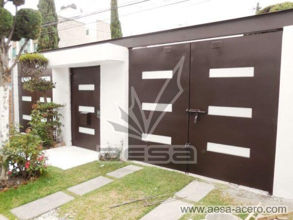 1280-512-porton-minimalista-vidrios-rectangulares-moderno-viga-superior-doble-vista