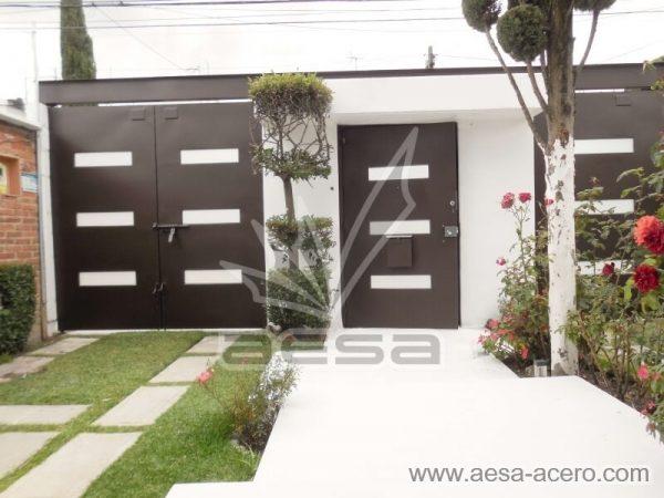1280-512-porton-minimalista-vidrios-rectangulares-moderno-viga-superior-vista-por-dentro-doble