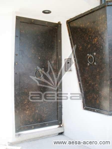 0030-284-puerta-sencilla-lisa-chapetones-remaches-aro-herreria