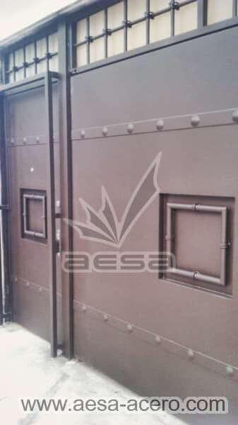 0041-5223c-puerta-remaches-cuadro-moderna-herreria-seguridad