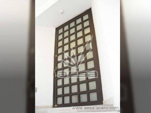 0050-2104-puerta-principal-cuadricula-vidrio