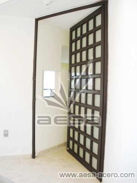 0050-2104-puerta-principal-cuadricula-vidrio-acero-chocolate