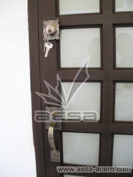 0050-2104-puerta-principal-cuadricula-vidrio-herreria-seguridad