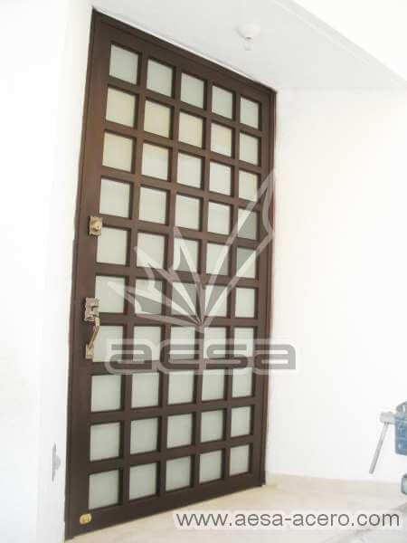 0050-2104-puerta-principal-cuadricula-vidrio-metalica-herreria