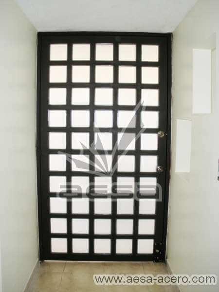 0050-2104-puerta-principal-cuadricula-vidrio-residencial