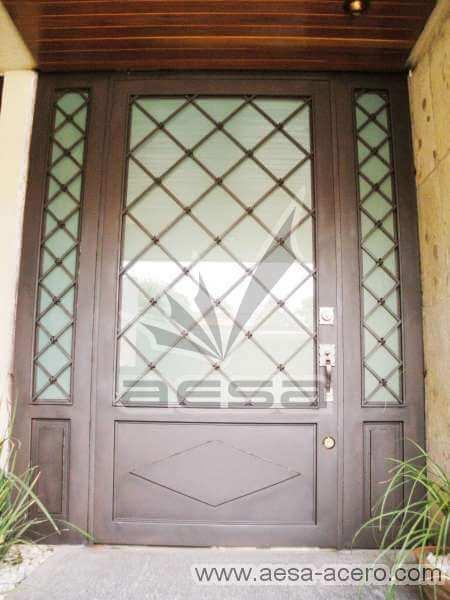 0110-2152-puerta-principal-rombos-cuadricula-nudos-vidrio-residencial-acero