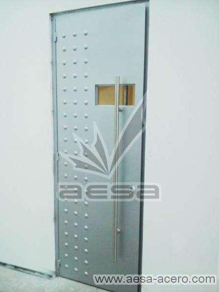0160-2243-puerta-lisa-remaches-herreria-seguridad-manija-grande
