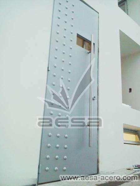 0160-2243-puerta-lisa-remaches-herreria-seguridad