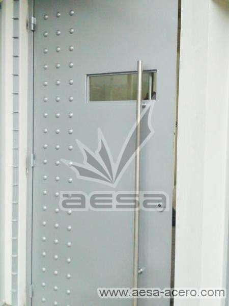 0170-2243-puerta-principal-lisa-remaches-seguridad-principal-residencial