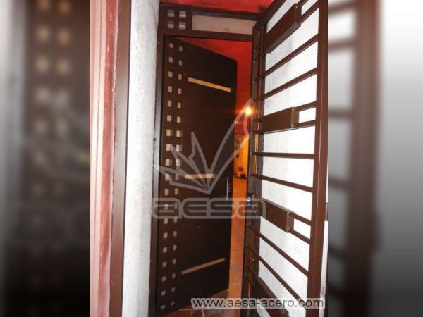 0200-117-puerta-minimalista-cuadricula-vidrios-moderna