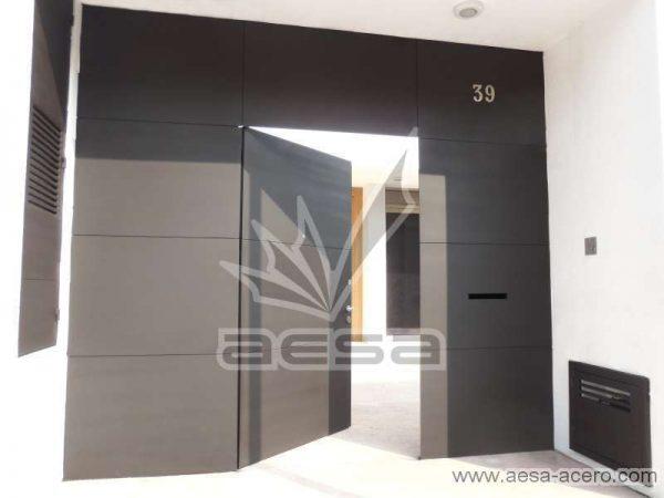 0240-5813-puerta-lisa-entrecalle-seguridad-herreria-moderna-herreria