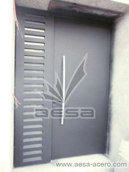 0250-116-puerta-minimalista-rejilla-jaladera-curva-fijo-lateral