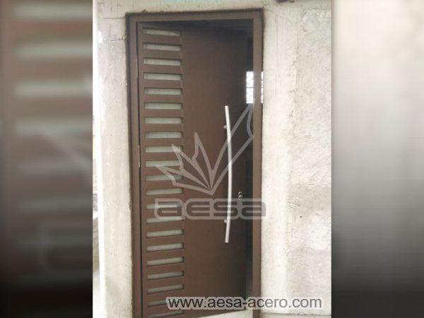 0340-116-puerta-minimalista-rejilla-lateral-vidrio-jaladera-curva-herreria