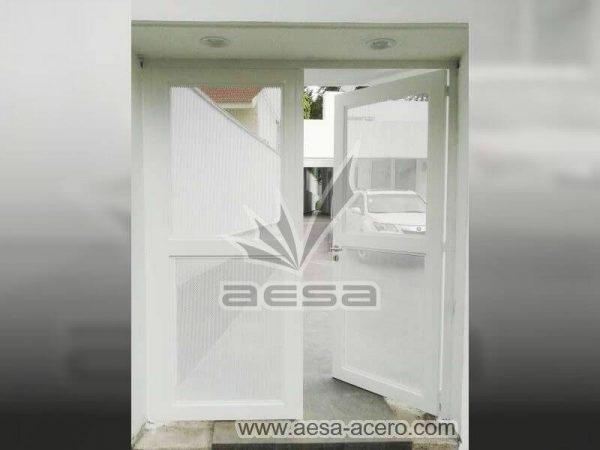 0440-373-puerta-lamina-perforada-moderna