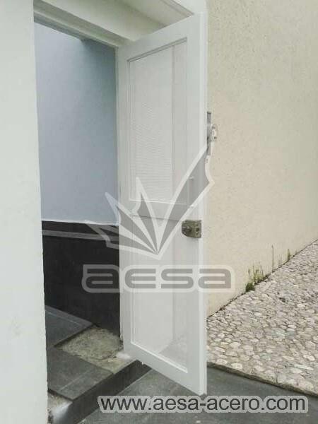0440-373-puerta-lamina-perforada-moderna-acero-blanca