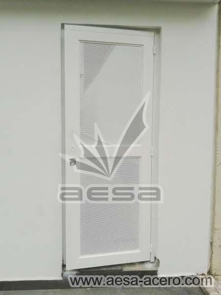 0440-373-puerta-lamina-perforada-moderna-herreria-metalica