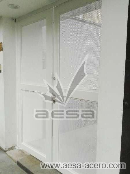 0440-373-puerta-lamina-perforada-moderna-multiperforada