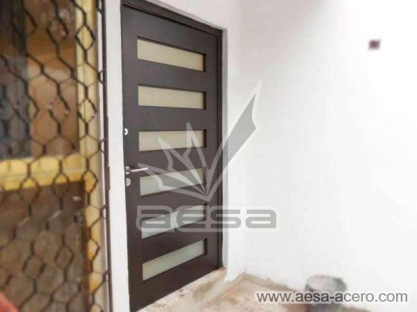 0450-minimal6c-puerta-moderna-herreria-minimalista-vidrios-rectangulares-seguridad-diseno