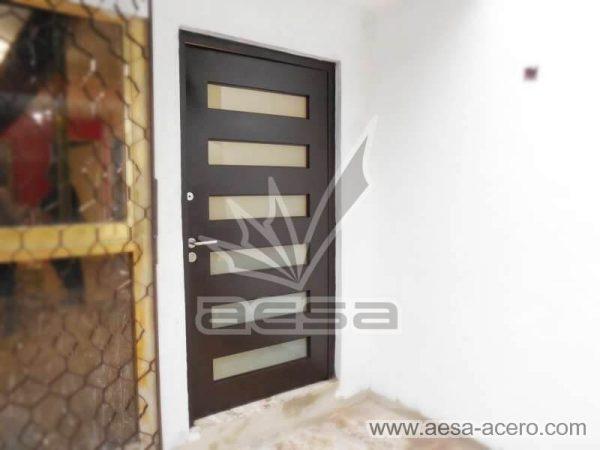 0450-minimal6c-puerta-moderna-herreria-minimalista-vidrios-rectangulares-seguridad-principal