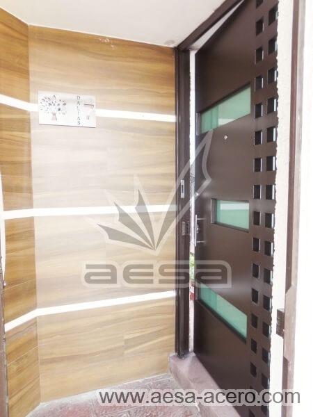0480-117VG-puerta-minimalista-vidrios-rectangulares-cuadricula-lateral-acero-metalicas