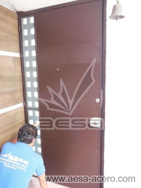 0480-117VG-puerta-minimalista-vidrios-rectangulares-cuadricula-lateral-seguridad