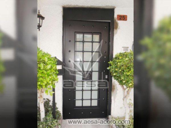 0510-511-puerta-residencial-cuadricula-nudos-forja-remaches-vidrio-color-negro