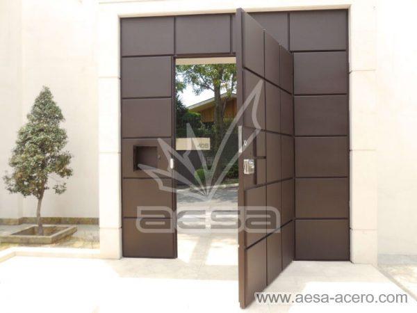 0530-5111-puerta-cuadros-lisos-salidos-moderna-seguridad-color-chocolate