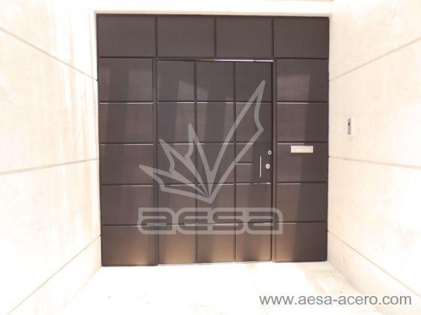0530-5111-puerta-cuadros-lisos-salidos-moderna-seguridad-entrecalles-residencial