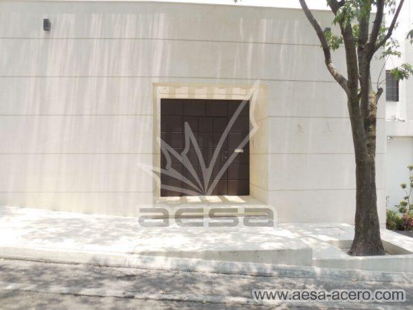 0530-5111-puerta-cuadros-lisos-salidos-moderna-seguridad-fachada-cantera