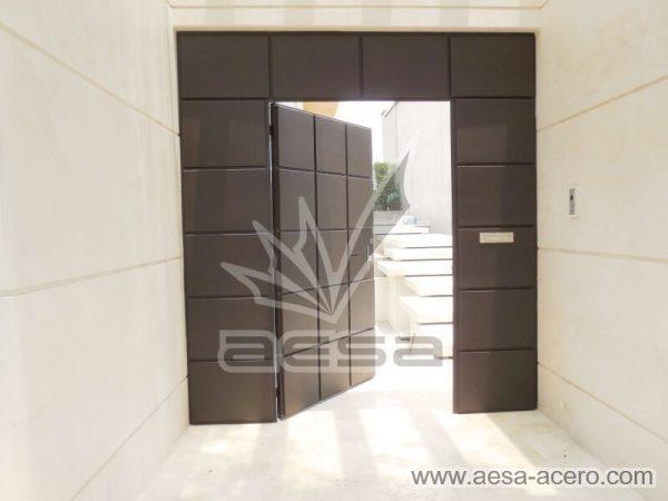 0530-5111-puerta-cuadros-lisos-salidos-moderna-seguridad-minimalista-exclusivos
