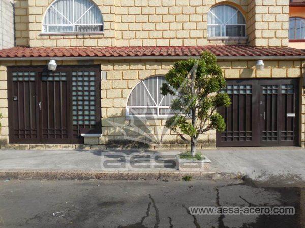 090-5614-puerta-herreria-marco-ancho-cuadricula-tubo-grueso-nudos-vidrio-instalacion-cdmx-juego-port