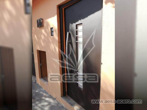 100-113-puerta-herreria-moderna-vidrio-largo-jaladera-curva-instalacion-tlalnepantla